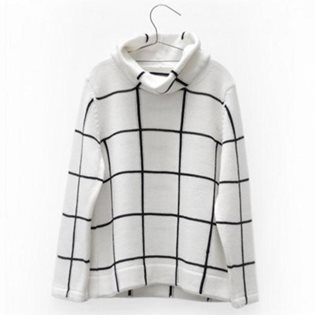 Motoreta Turtleneck Sweater - White & Black
