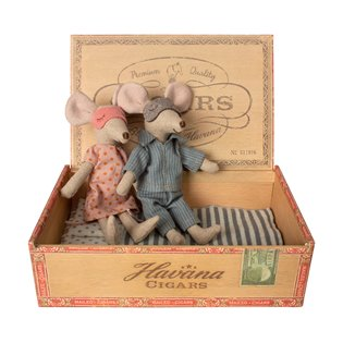 Maileg - Mum & Dad Mice in Cigar Box