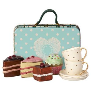 Suitcase With Cake & Tableware For 2